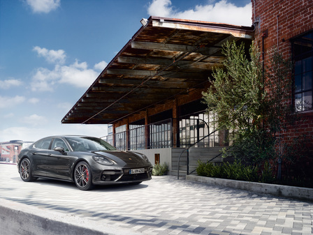 The new Porsche Panamera Turbo. Courage changes everything.